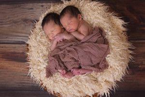 Китаянка народила двійню: одного сина від законного чоловіка, другого – від коханця...