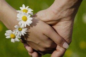 «Любить– нелюбить, прийде– неприйде, плюне– поцілує, кчорту пошле…»
