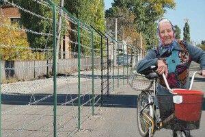 Уселищі Мілове кордон України зРосією проходить просто посеред вулиці (Відео)