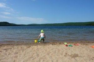 На Поліссі після масового відпочинку на Білому озері різко зросла захворюванність на коронавірус