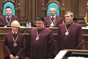 Петро Філюк у Києві склав присягу та вдягнув мантію судді Конституційного суду