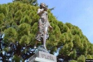 В окупованому Криму статую богині Флори замінять бюстом Ілліча