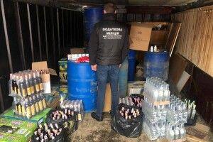 У Луцьку в гаражі знайшли 300 літрів спирту та 300 пляшок горілки і коньяку