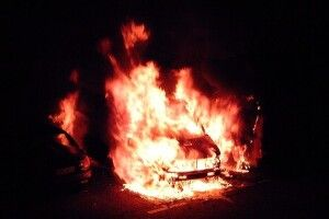 На подвір'ї волинянина загорілася машина