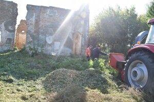 Біля Луцька очистили садибу відомої польської письменниці