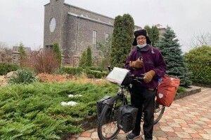 64-літній чоловік приїхав на Рівненщину на велосипеді зі Швейцарії і поділився секретом доброго здоров'я