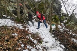 Із 20-метрового рівчака 15-річного хлопця довелося витягати рятувальникам (Фото)