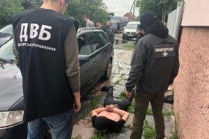 На Житомирщині злапали перевертня в погонах: поліцейський «підробляв» продажем наркоти (фото)