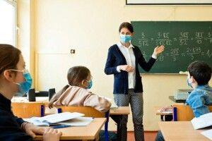 Якщо вчителі не будуть вакцинуватися — школи закриють?