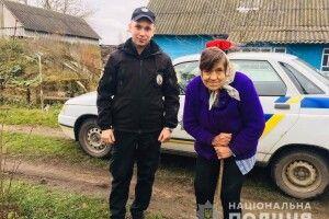 Волинські поліцейські розшукали пенсіонерку, яка заблукала в лісі