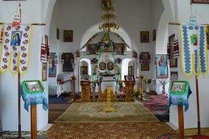 Неходяча майстриня вишила іконостас для волинського храму