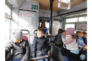 Для луцьких школярів провели економічну екскурсію на тролейбусі