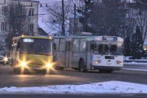 Через мороз не всі луцькі маршрутки та тролейбуси виїжджали на рейси