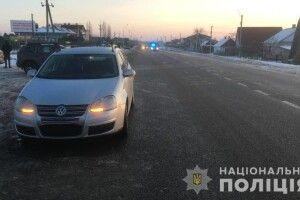Лежав на дорозі: автівка на смерть переїхала людину на Рівненщині