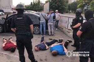 Правоохоронці затримали злочинну групу, яка займалася рекетирством (Фото)