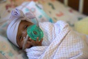 Дівчинка народилася з вагою лише 245 грамів