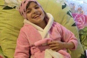 «Може хтось і зглянеться над бідною дитиною...», – мама важкохворої дівчинки із Горохівського району