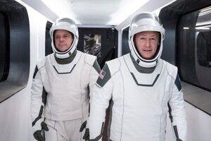Вперше в історії приватна компанія відправила людей в космос