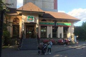 У Луцьку в маркеті «Сім23» розбили скло та вкрали грошову скриньку