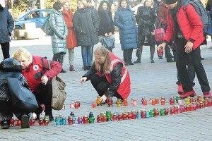 Студенти у Луцьку вийшли на свічкову ходу, щоб привернути увагу допроблеми СНІДу