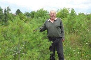 УВолодимира Новчука біля хати— свій ліс