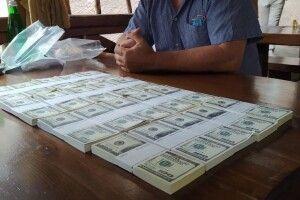 На Волині знайшлися охочі заплатити шахраєві сотні тисяч доларів за посаду в Кабміні