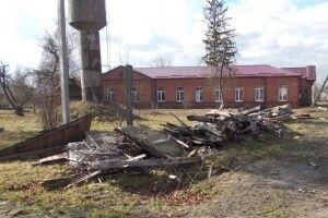 На місці амбулаторії— купа дров, азхворими нема деподітися