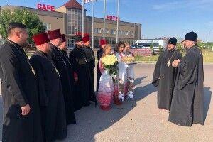 Білі троянди і коровай піднесли Блаженнішому Митрополиту Київському і всієї України Епіфанію, який прибув на Рівненщину