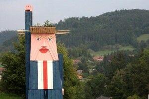 У Словенії встановили дерев'яний пам'ятник Дональду Трампу