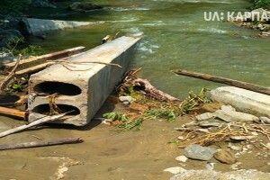 На Косівшині негода зруйнувала міст