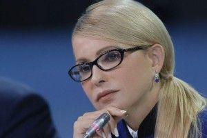 «Не поспішайте купувати квитки наЗахід. Ми щевУкраїні заживемо зновим Президентом– Юлією Тимошенко!»*