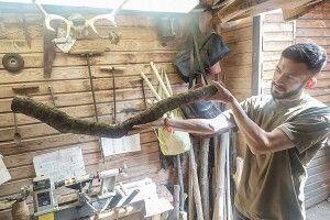 Лесин ясен непродасть: волинський майстер виготовляє злегендарного дерева дудки (Фото, відео)