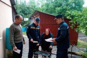 Волинські рятувальники сьогодні нагадують правила пожежної безпеки мешканцям Старої Вижівки