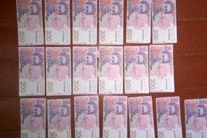 Подружжя пенсіонерів погодилося замінити свої гроші на «нові купюри»