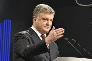 Порошенко прибув на НСК «Олімпійський», Зеленського немає, люди скандують «Вова, виходь!»