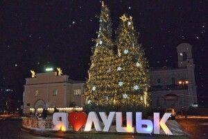 У Луцьку майже за 200 тисяч гривень прикрасять новорічні ялинки