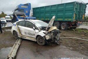 На Рівненщині сталася ДТП за участі вантажівки та авто поліції (Фото)