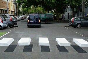 Лучани вимагають від міськради дати дорогу оптичним «зебрам»