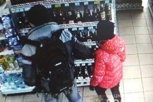 Рівнянин та його подруга вчинили крадіжку в костопільському магазині