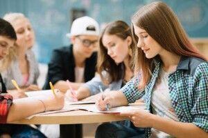 Польський уряд придумав спосіб підвищити заробітну плату молоді