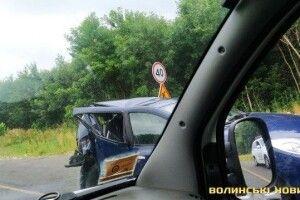 Біля Ковеля у зіткненні розтрощило дві автівки (Фото)