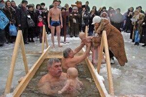 Цього дня вся вода цілюща, а пірнання – не змиває гріхів: скасували масові купання в ополонці на Водохреща