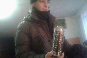Посеред білого дня у Луцьку злапали озброєного «Коброю» молодика (фото)