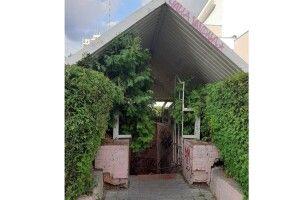 Здоровий глузд незавжди перемагає: громадська вбиральня у Луцьку пустує, біотуалети поряд - тхнуть на всю центральну площу