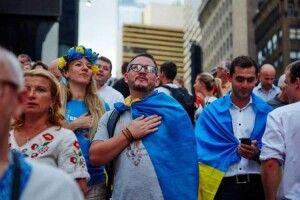 90% жителів України вважають себе українцями, 67% вдома розмовляють українською