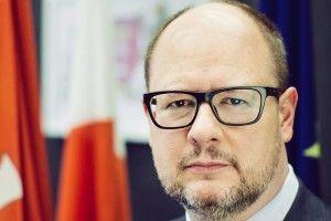 У Польщі мера Гданська зарізали наочах усотень людей