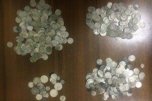Волинські митники попередили вивезення до Польщі понад 700 старовинних монет