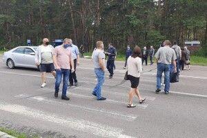 Маневиччани перекрили дві дороги
