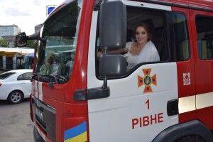 У ЗАГС - на пожежній машині (Фото)