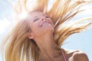 Як правильно доглядати  за волоссям улітку